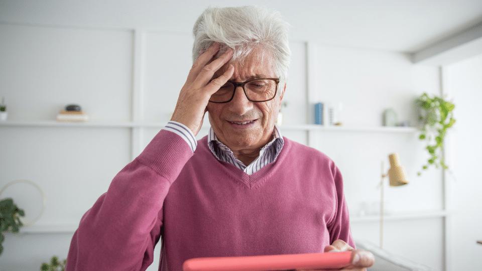 Como auxiliar idosos com alzheimer?